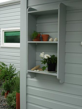 Outside_shelves2